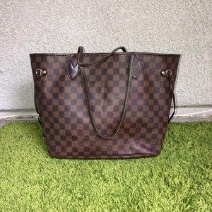 Louis Vuitton Damier Neverfull MM shoulder bag
